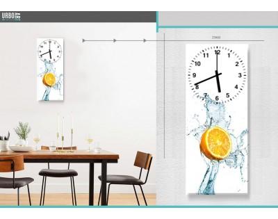 POŁÓWKA POMARAŃCZY W WODZIE - zegar szklany